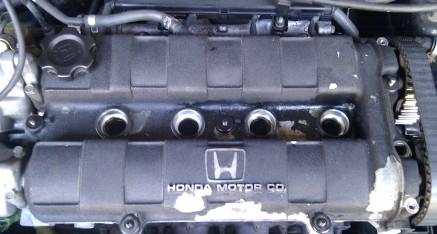 Honda CRX ED9 (D16Z5): Öl im Zündkerzenschacht; Lack abgeplatzt