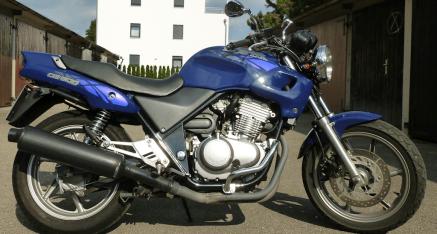 Zuwachs: es ist eine Honda CB500 (PC26) 48 PS, 30.000 KM