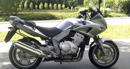 Zuwachs: es ist eine Honda CBF1000 (SC58), 27.600 KM